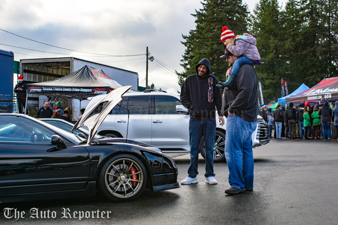 Toys For Tots 2017 Centurylink Seattle : Nw toy run mobilizes car fans for toys tots the